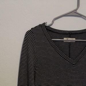 hollister / 3/4 sleeve v neck tee / striped black